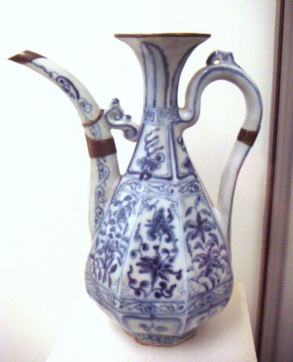 Co.  Early_blue_and_white_ware_circa_1335_Jingdezhen