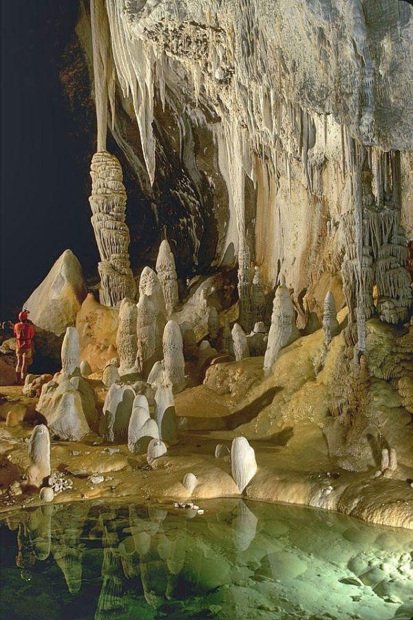 H2S.  Lechuguilla Cave, Pearlsian Gulf