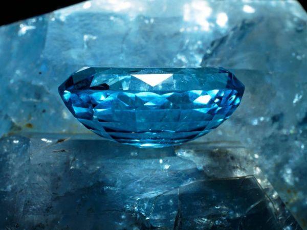 7.  Topaz, Gemstone on Rough, Blue
