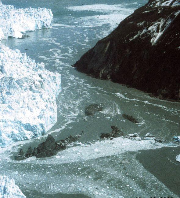 hubbard_glacier-1_may_20-2000-usgs