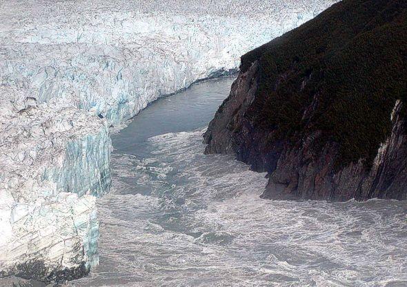 hubbard_glacier-3_august_14-2002-usgs
