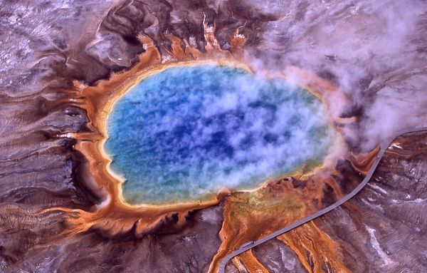 yellowstone-grand_prismatic_spring-2001-nps-jim-peaco