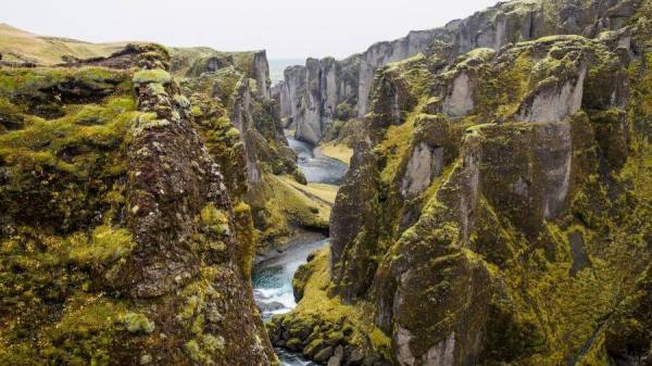 5-tectonic-plates-canyon-rift-iceland-4k-wallpapers