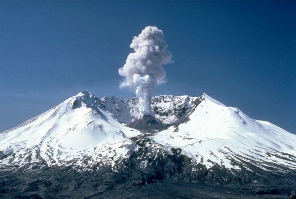 9B. St_ Helens plume from harrys ridge. 05-19-82. by Lyn Topinka