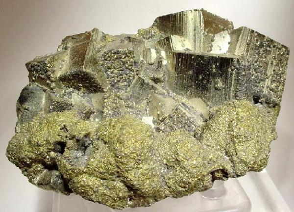 9. Copper, Pyrite-Chalcopyrite-Sphalerite.. Colotsfp. 2010. Rob Lavinsky-Rocks